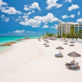 Sandal Royal Bahamian beach